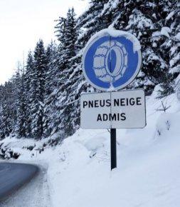 Chaînes ou pneus hiver: obligatoires en montagne dès l'hiver prochain